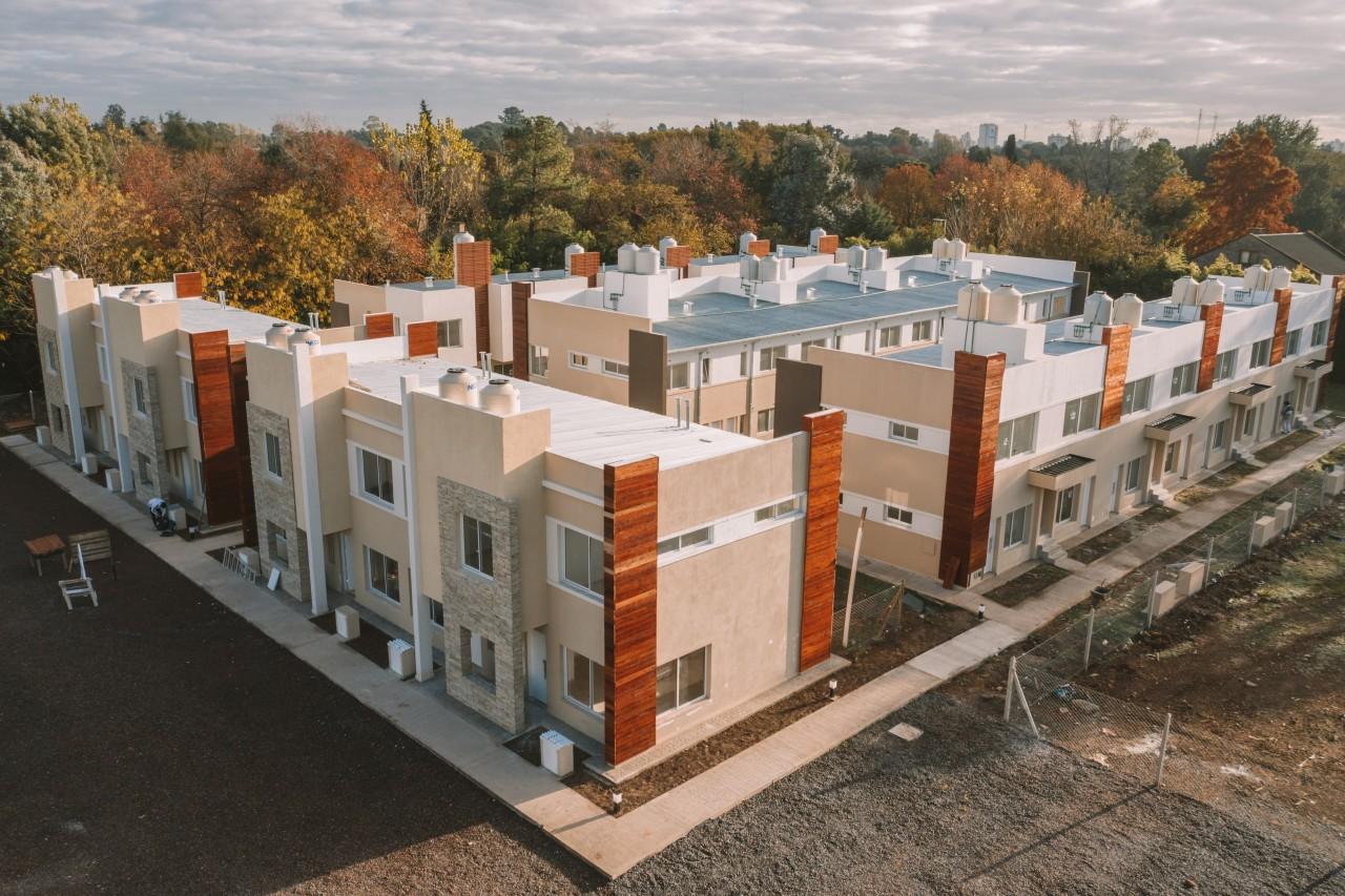 ### Excelente Duplex en Venta U$s 75.000 / 2 Dorm. con Patio y Cochera ###