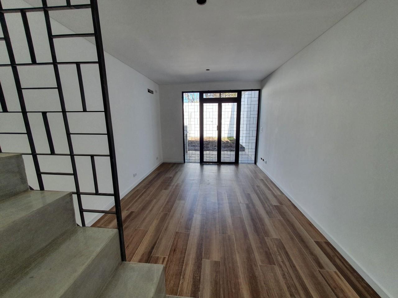 ### Excelente Duplex 2 Dorm. en Venta / San Miguel. - Patio y Cochera ###